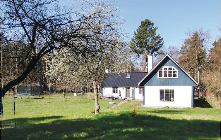 Holiday cottage with 5 bedrooms on 175 m² in Löderup