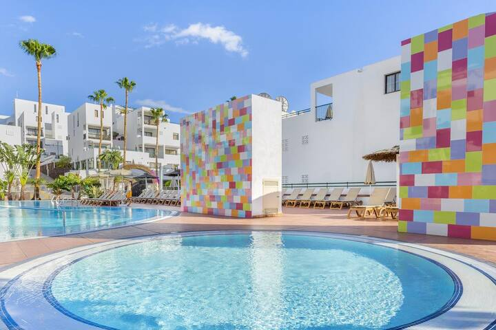 Studio -2 pools and beach access