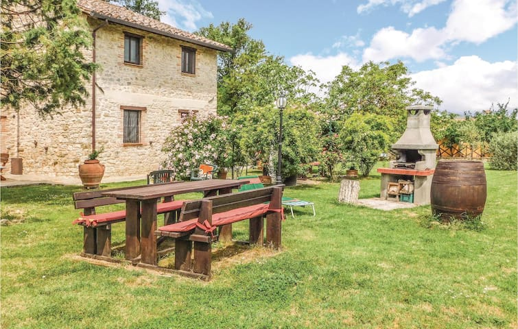 Holiday cottage with 7 bedrooms on 400 m² in Pietrafitta (PG)