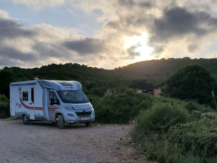 Autocaravana perfilada 6 plazas marca Ilusion
