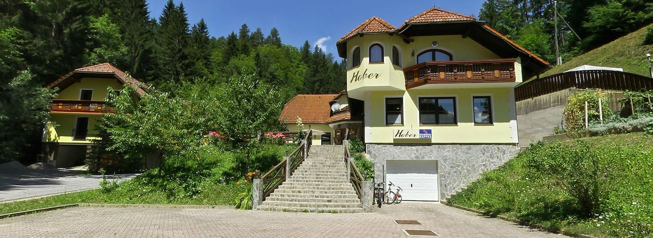 Hober accommodation - Breznica - Wikt i opierunek