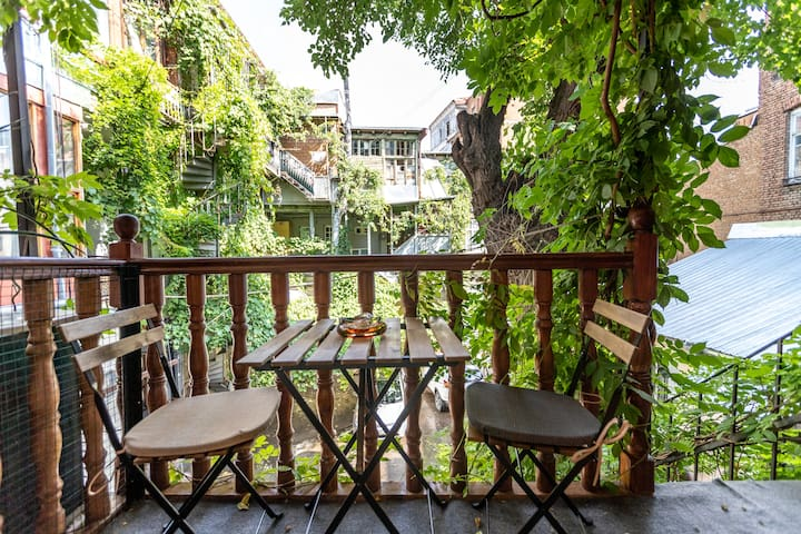 《Green Balcony Apt. w/Fireplace》In the ❤of Tbilisi