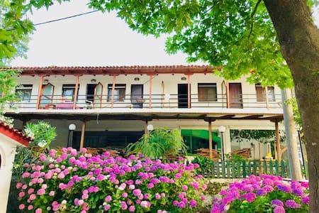 Studios Rania Apartment 2 Cyclamen