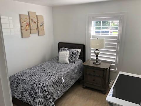 Super Clean Twin Memory Foam Bed Room 1 of 2
