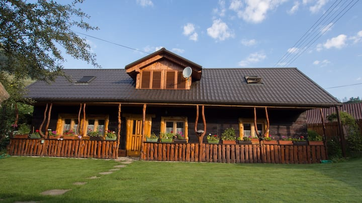 Romantic wooden lodge close to rock climbing areas
