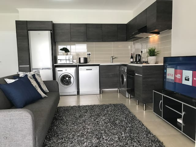 #18 Modern Apartment For Business or Holiday