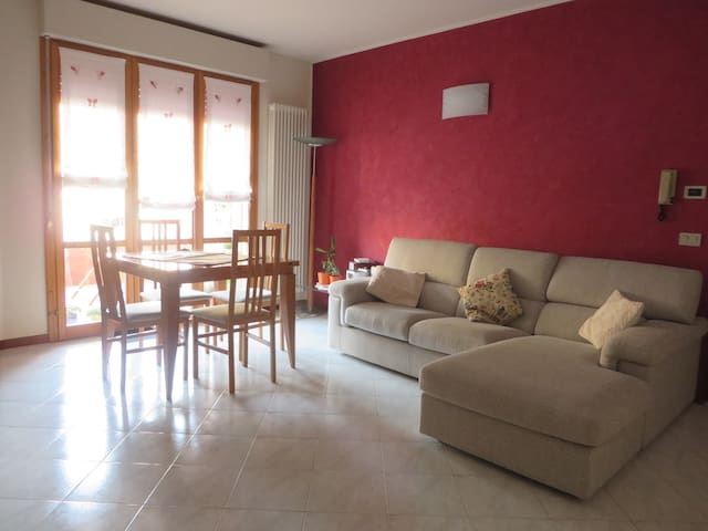 Spacious and bright double bedroom - Fano - Leilighet