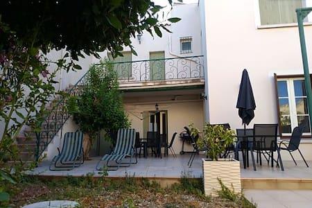 grande maison vigneronne proche de la méditerranée