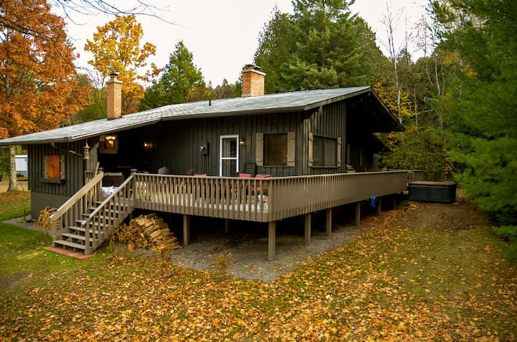 The Chalet Hideaway - Colborne - House