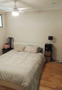 Cosy ensuite bedroom w/queen bed next to Newtown! - Camperdown