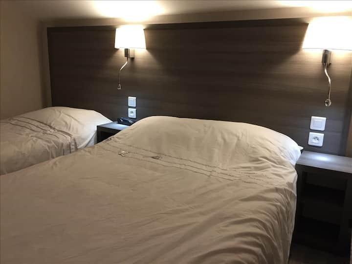Chambre pour 3 avec un lit en 140 et un en 90