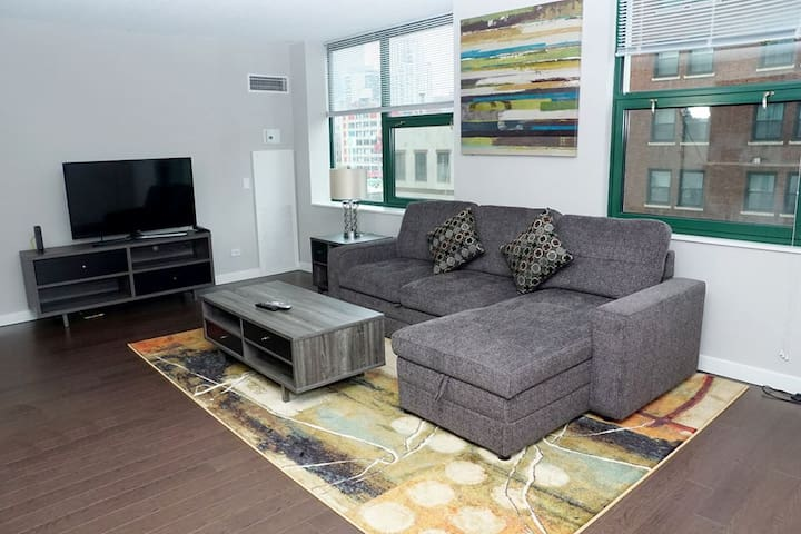Luxurious Modern 2BR Center Downtown Chicago (502)