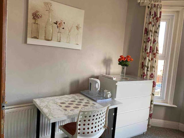 #Large and quiet room close to Bournemouth Centre