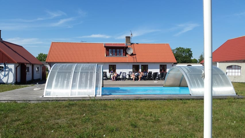 Löderups Äng - max 25 pers. Pool & 1 km from beach - Ystad S - Departamento