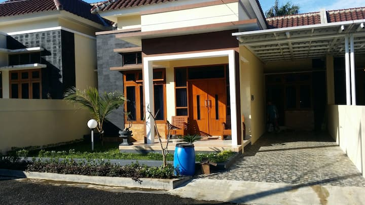 Oemah Keloro (Second Home)