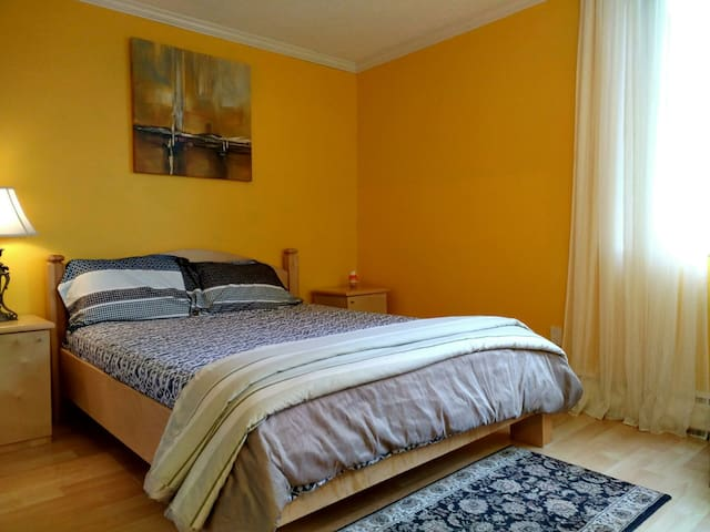 Sunny, Cozy and Comfortable room beside Skytrain