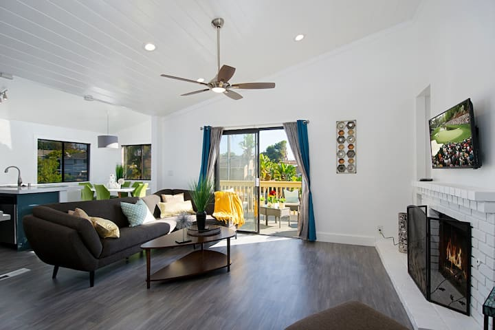 Stunning Beach Townhouse, newly remodeled