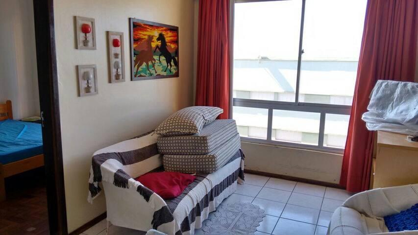 Apartamento 2 dormitórios próximo do mar