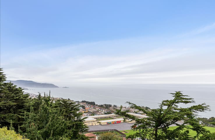 Top Coastline Views | Family Friendly | San Fran Airport West | Laundry+Parking