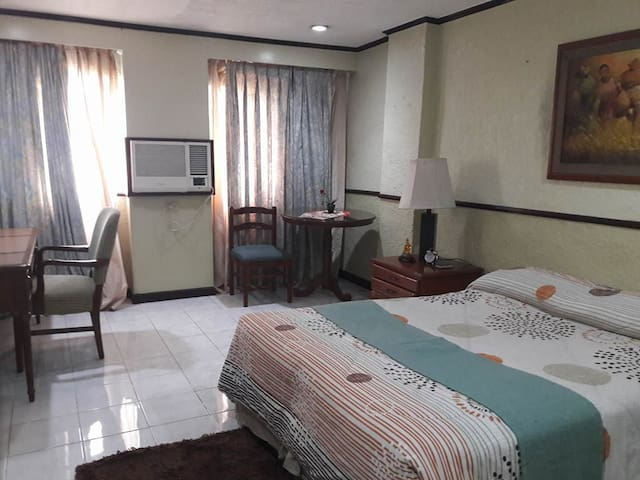 BUDGET ROOM GUESTHOUSE GARDEN PLAZA PACO MLA - Manila - Bed & Breakfast