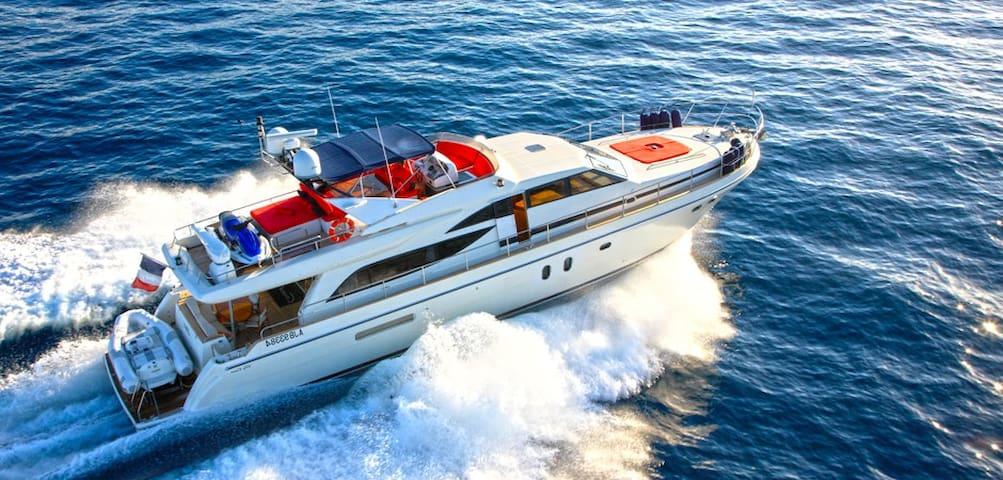 Voguer et séjourner à bord d'un magnifique Yacht