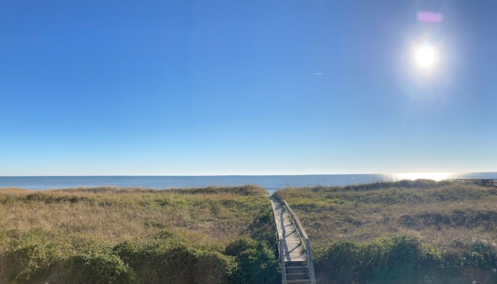 Oceanfront Condo-1A-Pet Friendly! Linens Provided!