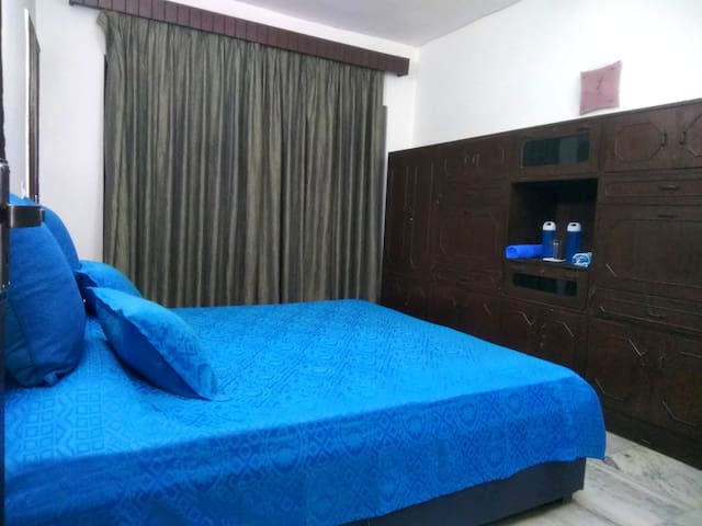Non Ac Private & Pleasing Room in Posh South Delhi