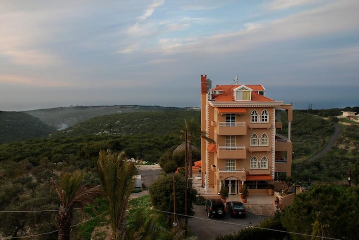 Hansa Home Theodos Lodge a Hotel in Hamat Batroun