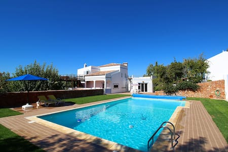 Villa Costa do Sol, Large Villa, Countryside, 6 Bedroom, Sleeps 12,  Large Pool & BBQ - Ferragudo