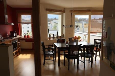 Schöne Wohnung (90qm) in toller Lage in der KTV - Rostock - Huoneisto