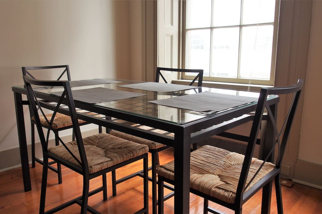 Spacious And Sunny 2 Bedroom In Mt Vernon 5p201 Apartments For Rent In Baltimore Maryland