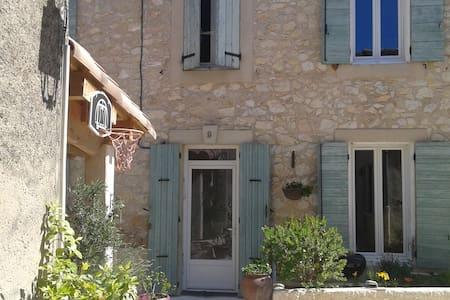 maison de village avec terrasse - La Roque-d'Anthéron