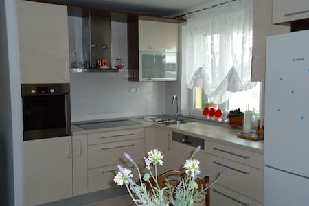 Apartment Etna (family-friendly area with PARKING) - Vranjic