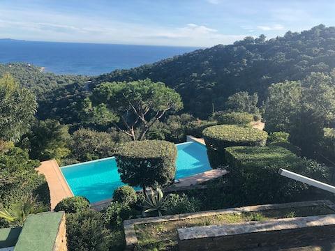 Villa avec piscine, vue mer sublime, domaine privé