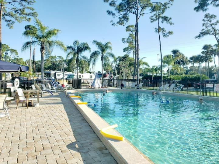 Woodsmoke Resort FT.  MYERS RV Wow! GREAT PRICE!