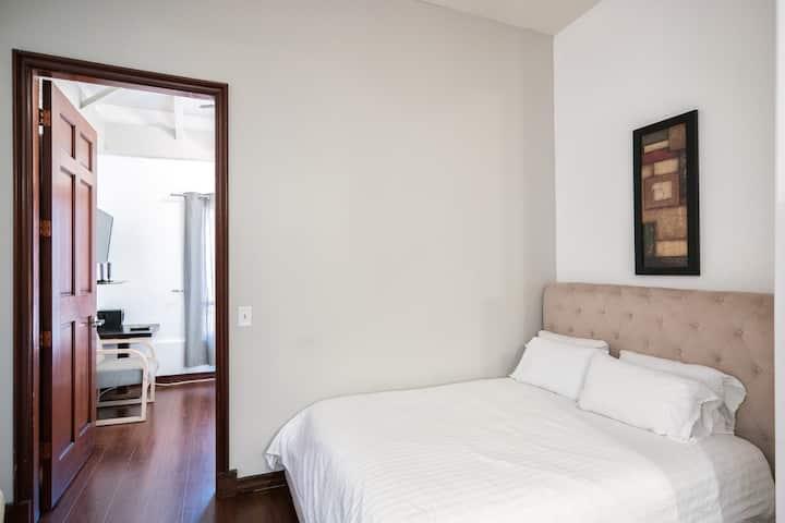 Ocean ave 1 bedroom. Santa Monica boutique hotel.
