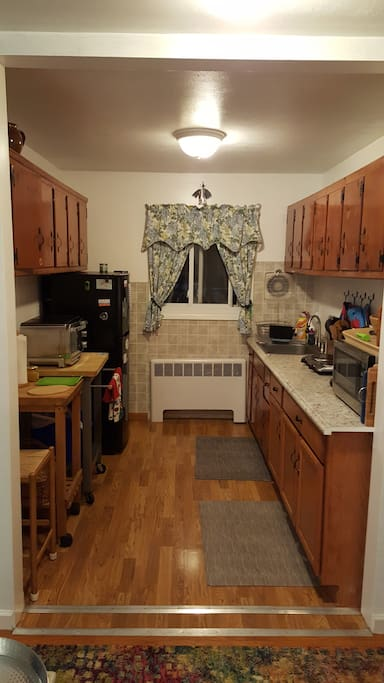 Kitchen with all necessary amenities: toaster oven, fridge, microwave, 2 ring hot plate, coffee maker, water heater, all dishes and utensils. We provide coffee, tea, lemon water and munchies for that first breakfast.