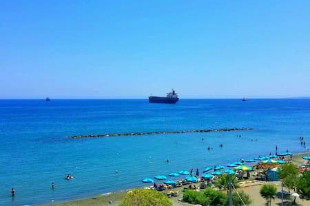 Downtown apartment near the beach. - Limassol - Wohnung