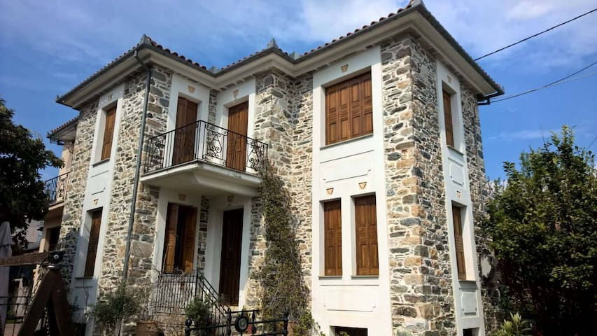 Pelion Traditional stone mansion with view - Kato Lechonia