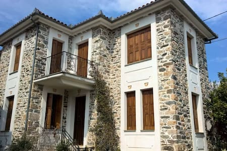 Pelion Traditional stone mansion with view - Kato Lechonia - ทาวน์เฮาส์