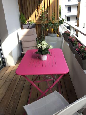 Chambre chaleureuse dans appartement neuf