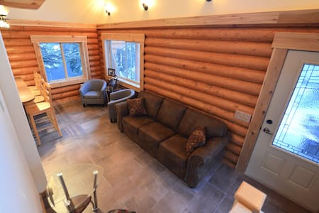 """Alyeska Hideaway Vacation Rentals """"Placer Cabin"""" - Anchorage"""