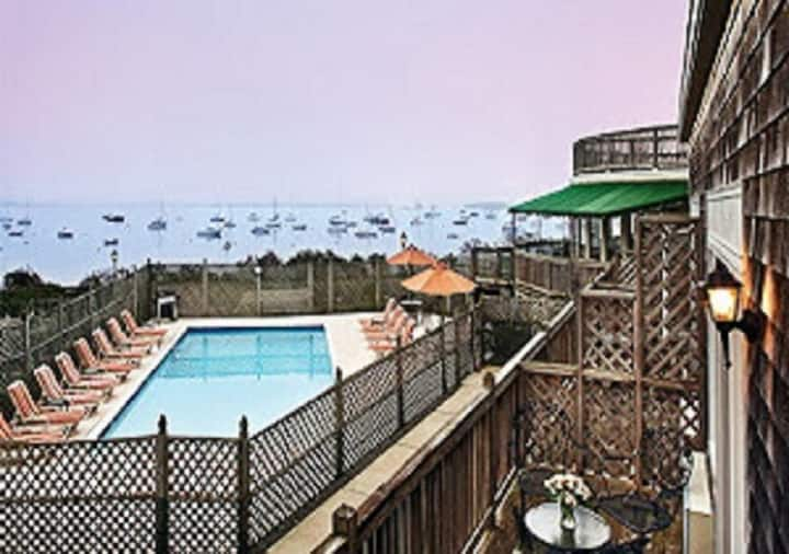 Overlook Beautiful Narragansett Bay - Resort Suite