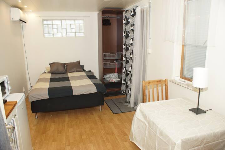 Lägenhet 1 rum egen ingång från gatan.