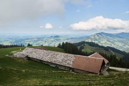 Alp Grosser Schwyberg - Schwarzsee - ที่พักพร้อมอาหารเช้า