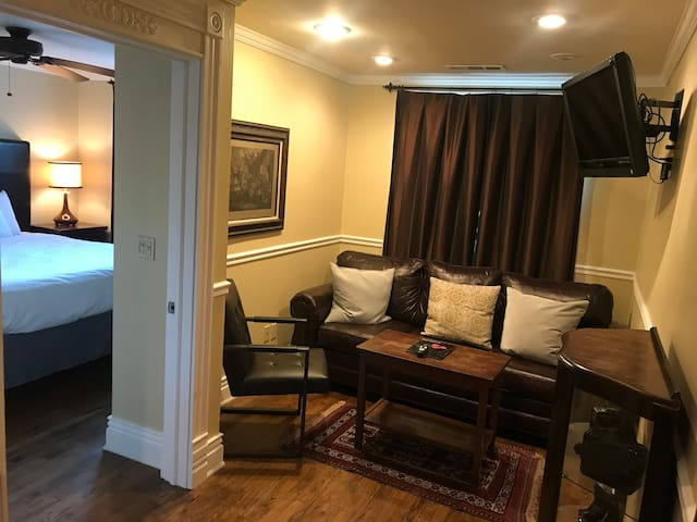 Two room suite on Dickson St. - no cleaning fee