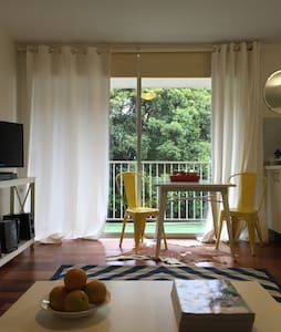 Private 2 Bedroom Apartment - Centennial Park