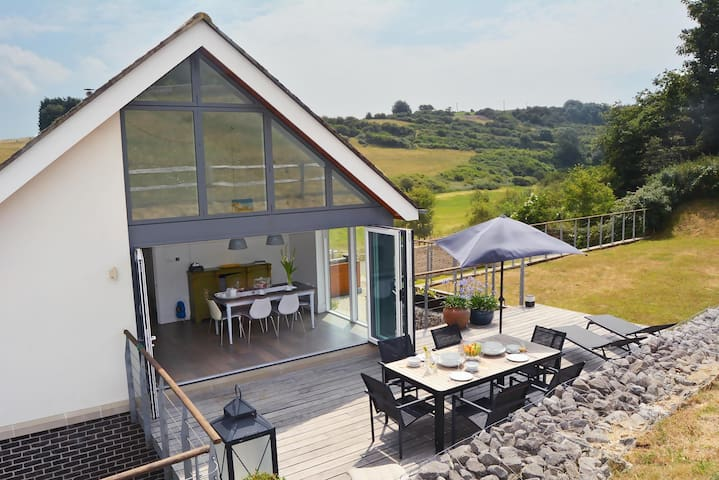 Beautifully designed contemporary eco retreat on the Sussex Downs