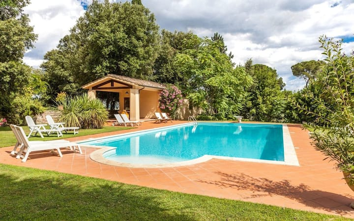 Lilla - Holiday Rental with swimming pool in the countryside of Siena, Tuscany