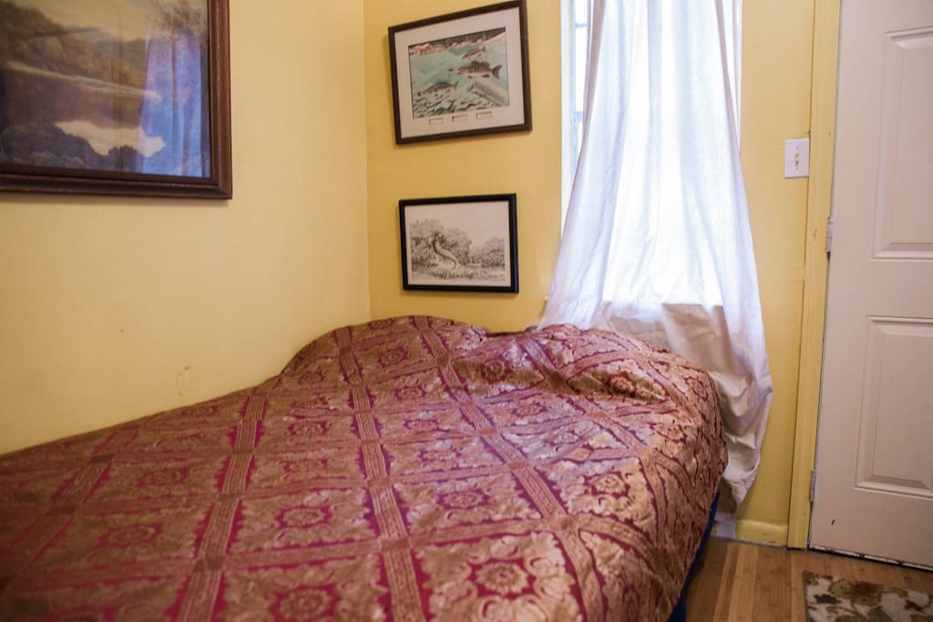 Cozy room with full sized bed. Super comfy. Back door opens to the flat backyard which leads to a public park with grills and small playground. The grill area is brightly lit until 10PM.